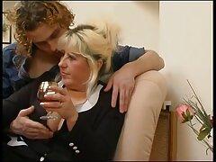 Busty MILF برزیل کانال های سکس چت تلگرام از رابطه جنسی با یک پسر بالا می رود