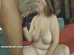یک دختر عینکی الاغ یک پسر را لیس می زند و الاغ را لعنتی می ایدی کانال های سکسی کند