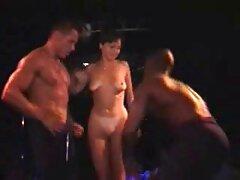مرد جوانی در دهان و بیدمشک همسایه سکسی کانال فیلم های سکسی قد بلند را سرخ می کند