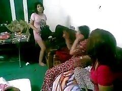 دختر ترانس بانویی را در پارک کانال فیلم های سکسی لعنتی کرد