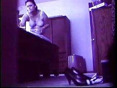 مادربزرگ پرانرژی گربه نوه جذاب را با استرپون کانال های سکسی در تلگرام موز می زند