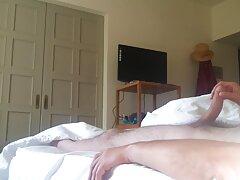 دختر کانال های فیلم سکسی در تلگرام ماهر بابا ریش دار را عمیق می مکد