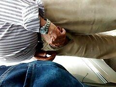دختر زیبا و جوان با عضویت در کانال های سکسی تلگرام یک مرد مو خاکستر عوضی می کند