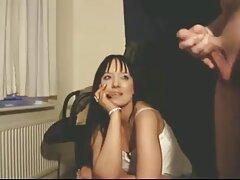 شخص زیبایی آسیایی را در مقعد گیف عاشقانه سکسی سرخ می کند