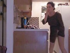 ژیمناست روسی ، لینک کانال سکسی در تل گلوله های واژن را به یک بیدمشک تراشیده وارد کرد